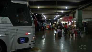 Operação apreende três ônibus irregulares, em Anápolis - Veículos levavam passageiros de Novo Gama para cidades do Maranhão.