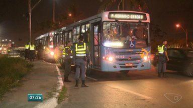 Polícia faz operação em ônibus da Grande Vitória - De acordo com os números passados pela polícia, 113 ônibus foram parados em quatro pontos estratégicos.