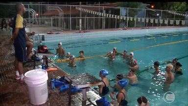 Quarenta atletas se preparam para competição de natação em Fortateza - Quarenta atletas se preparam para competição de natação em Fortateza