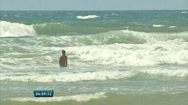 Semace volta a indicar Praia Do Futuro para o banho após 5 semanas com águas poluídas - Dos 11 pontos da Praia Do Futuro testados 6 apresentaram próprias para o banho