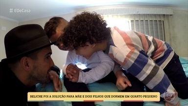 André Marques conhece quarto onde mãe dorme com dois filhos - Beliche foi a solução para a família