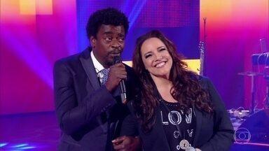 Ana Carolina e Seu Jorge cantam 'Coleção' - O palco do 'Caldeirão' se empolga e canta junto