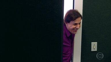 Tom se emociona no 'Visitando o Passado' - Humorista relembra seus tempos de radialista em quadro do Caldeirão do Huck