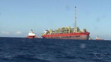 MPF denuncia 3 pessoas por mortes em explosão em navio-plataforma - Gerente, operador e superintendente assumiram risco, segundo o MPF-ES.Acidente aconteceu em fevereiro de 2015, deixou nove mortos e 26 feridos.