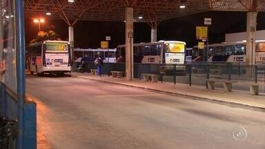 Motoristas de ônibus retomam greve em Votorantim - Os motoristas de Votorantim (SP) retomaram, no final da tarde desta segunda-feira (30), a greve após impasse nas negociações do reajuste salarial da categoria, informou o Sindicato dos Rodoviários de Sorocaba e Região.