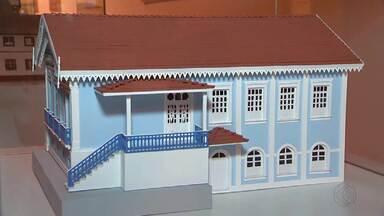 Miniaturas de prédios tombados de Juiz de Fora são expostos no CCBM - Objetivo é estimular a preservação do patrimônio histórico da cidade. Exposição é gratuita e fica em cartaz até o dia 26 de junho.