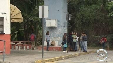 Estudantes de Cachoeira Paulista reclamam da falta de segurança em pontos de ônibus - Eles afirmam terem sido vítimas de arrastão e pedem policiamento