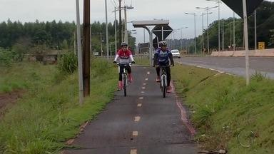 Em Dourados, avenida com obra inacabada incomoda moradores - Obra deveria ter ficado pronta em 2013.