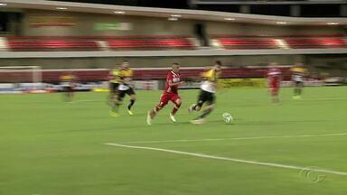 CRB enfrenta o Vila Nova, fora de casa, nesta terça - Galo embarcou confiante em um bom resultado.