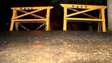 Adolescente morre em acidente com ônibus escolar em Salto - Uma adolescente de 15 anos morreu e outro jovem ficou ferido em um acidente com um ônibus escolar na manhã desta segunda-feira (30), em Salto (SP). Segundo a polícia, o freio do veículo falhou ao passar em uma lombada, no Jardim União.