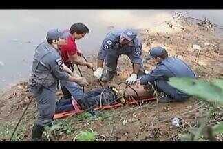 Homem embriagado é resgatado do Rio Paranaíba em Patos de Minas - Corpo de Bombeiros fez o resgate em um local de difícil acesso. Homem foi levado para UPA do Jardim Peluzzo com sinais de contusão.