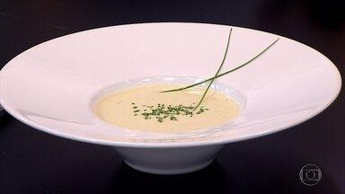 Chef ensina preparo de duas receitas de sopas para estes dias mais frios - Uma delas é uma sopa de batata com alho poró. E a outra é uma sopa de abóbora com gengibre.
