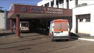 Família entra na Justiça para conseguir vaga em leito de UTI no Hospital Universitário - Doze pacientes estão aguardando vaga na UTI do HU, que está lotado.