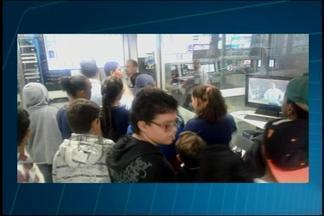 Alunos visitam sede da TV Integração em Araxá - Professoras levaram alunos que cursam o tempo integral para conhecer o prédio. Os estudantes com idades entre 11 e 13 anos conheceram o funcionamento e como é a TV integração e durante a visita.