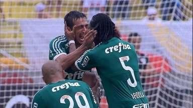 Relembre o golaço marcado por Robinho contra o São Paulo, no Pacaembu - Relembre o golaço marcado por Robinho contra o São Paulo, no Pacaembu