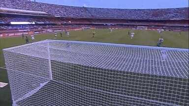 Relembre o gol de cobertura de Robinho na partida contra o São Paulo, no Morumbi - Relembre o gol de cobertura de Robinho na partida contra o São Paulo, no Morumbi