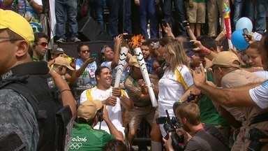 Tocha Olímpica percorre Igarassu, no Grande Recife - Caboclos de lança recepcionaram a tocha na cidade