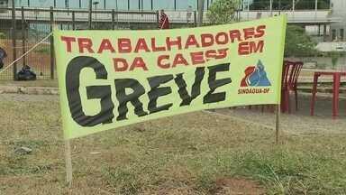 Caesb diz que sofre sabotagem de servidores em greve - Por conta da greve, 250 pedidos de religação de água estão atrasados no DF.
