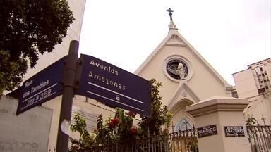 Primeira igreja de BH é interditada por risco de queda do teto, diz Defesa Civil - Segundo Arquidiocese, capela teve atividades suspensas para restauração.
