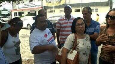 Funcionários demitidos do Lifal protestam por mudança de decisão favorável aos empregados - Eles foram à Procuradoria Regional do Trabalho para recorrer a causa na Justiça.