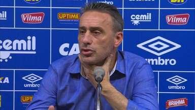 Paulo Bento tem discussão com jornalista sobre escalação de Willian após derrota - Paulo Bento tem discussão com jornalista sobre escalação de Willian após derrota