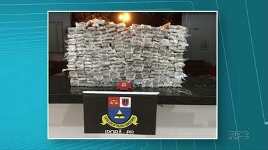 Um homem foi preso com quase duzentos quilos de maconha na PR 272 - A droga estava dentro de um carro.