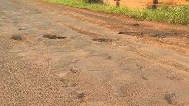 Motoristas reclamam de 'crateras' na marginal da Avenida Bandeirantes em Ribeirão Preto - Situação do asfalto ficou mais comprometida depois da semana de fortes chuvas na região.