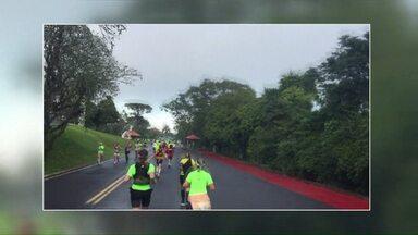 Quase duas mil pessoas participaram da meia maratona em Foz do Iguaçu - Corrida foi para comemorar dia mundial do meio ambiente.