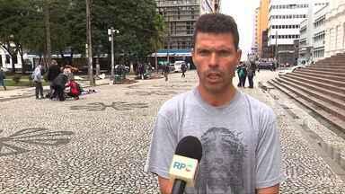Desaparecidos 30 de maio - Confira o depoimento das pessoas que procuram por parentes desaparecidos. Os depoimentos foram gravados no dia 30 de maio na Praça Santos Andrade