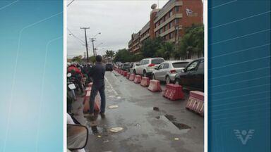 Travessia de balsas entre Santos e Guarujá apresenta problemas e preocupa usuários - Por volta das 9h desta segunda-feira (6), a espera em Santos, SP, era de 40 minutos e em Guarujá, SP, quase uma hora.