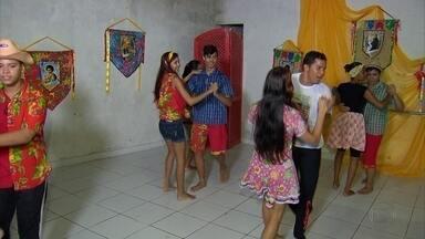 Projeto leva cultura nordestina através da dança para jovens de comunidades de Olinda - Iniciativa ajuda a desenvolver disciplina, coordenação motora e equilíbiro através do exercício ao som de ritmos típicos da região