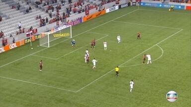 Santa perde para Atlético-PR e despenca na tabela - Santa perde para Atlético-PR e despenca na tabela
