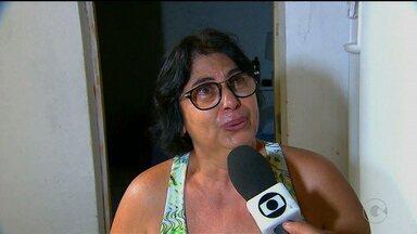 Em Olinda os moradores ainda sofrem com a água da última chuva - Muitos perderam móveis e eletrodomésticos. As ruas ainda estão com entulho espalhado