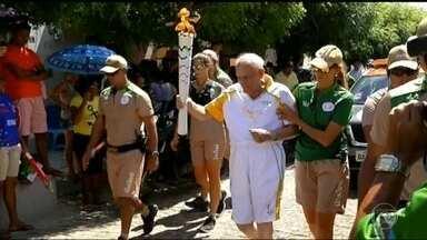 Tocha Olímpica passa por cidades do Rio Grande do Norte - Na passagem pela cidade de Angicos, a chama olímpica foi conduzida pelo Monsenhor Francisco Pereira Pinto, de 90 anos. Depois, a tocha seguiu para Mossoró.