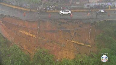 Deslizamento de terra no morro do Socó complica o trânsito em Osasco - Parte da rua Chico Mendes foi interditada por segurança. A chuva provocou uma série de pequenos deslizamentos na região, que complicam a vida dos moradores de Osasco e Barueri.
