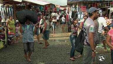 Feira de Caruaru atrai compradores do Nordeste no período junino - Cerca de 70 mil pessoas passam pelo local.