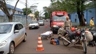 Rua em Dourados, MS, chama atenção pelos acidentes que acontecem - Quem passa pela rua Monte Alegre sabe que é preciso ter cuidado. Não é difícil encontrar quem já viu ou sofreu um acidente nos cruzamentos na via. Muitos são sinalizados, mas precisam de melhorias.