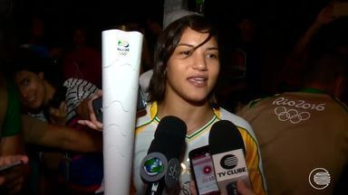 Tocha chega ao Piauí e Sarah Menezes conduz a chama olímpica pelas ruas de Parnaíba - Tocha chega ao Piauí e Sarah Menezes conduz a chama olímpica pelas ruas de Parnaíba