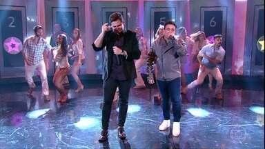 Matheus e Kauan cantam 'Nosso Santo Bateu' - Dupla sertaneja se apresenta no palco do Domingão