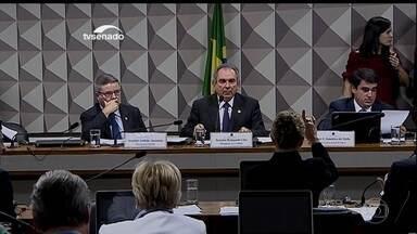 Comissão do impeachment no Senado aprova dispensa de quatro testemunhas - Os senadores não conseguiam chegar a um acordo sobre a dispensa de quatro testemunhas, todas convocadas por senadores favoráveis ao impeachment.