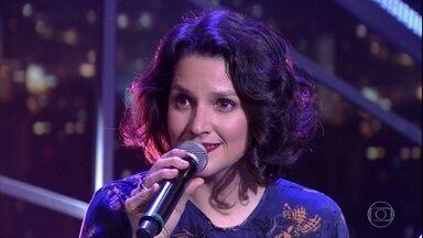"""Rita Gullo canta """"Mensagem"""" - Ela está no espetáculo """"Solidão no fundo da agulha"""" ao lado do pai, Ignácio de Loyola Brandão"""