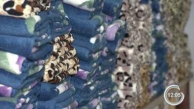 Frio amplia produção de cobertores na região - Com vendas em alta, lojas estão com os estoques baixos.