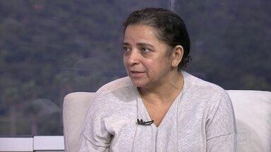 Dona Damiana recebe mensagens de muitas pessoas querendo ajudar - Damiana é prestadora de serviço da UERJ. Ela trabalhava pra Casa da Mulher, em Manguinhos, que fechou as portas. Mesmo sem ter sido demitida, ela ficou sem salário.