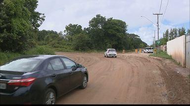 Continuam as obras no desvio da Barreira do Cabo Branco em João Pessoa - Estão sendo feitos serviços de drenagem, pavimentação, construção de calçadas e iluminação.