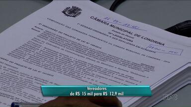 Vereadores de Londrina votam redução de salários para próxima legislatura - Presidente da casa receberia R$ 15 mil em vez dos R$ 18,9 mil atuais. Demais vereadores deixariam de ganhar R$ 15 mil e salário passaria para R$ 12,9 mil.