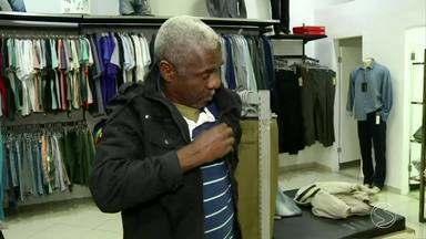 Tempo frio faz crescer procura por agasalhos em Volta Redonda, RJ - Busca por roupas mais pesadas aumentou e muito o lucro do segmento do comércio nestas últimas semanas de baixas temperaturas.