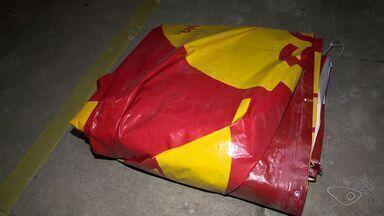 Polícia recupera lona de outdoor roubada, na Serra, no Espírito Santo - Outro caso de roubo à lonas já foi mostrado no ESTV.