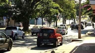 SMT volta a permitir estacionamento em avenida de Goiânia - Placas que indicavam proibição na Avenida Jamel Cecílio foram retiradas pelo órgão.