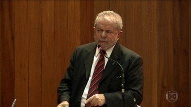 Teori devolve para Moro investigação sobre Lula - Ministro do STF anulou trecho de conversa entre Lula e Dilma. Decisão de Teori vale para investigação de sítio e tríplex.