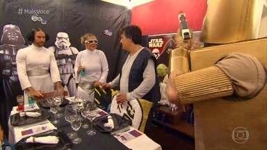Del recebe os convidados para seu jantar - A galera manda bem no figurino, mas não demonstra muito conhecimento do tema 'Star Wars' proposto pelo analista judiciário